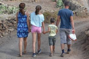 family-911293_1280