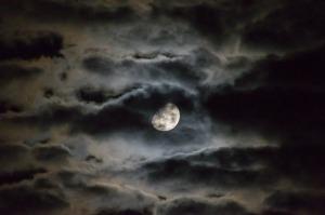 moon-1054721_1280