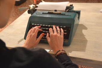 typewriter-3641865_1920